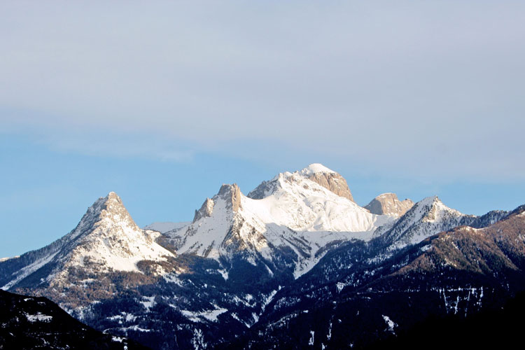 Photo paysage au coeur des montagnes