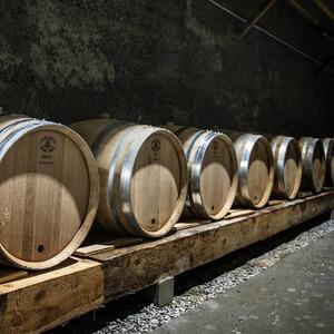 #whisky en maturation dans un ancien tunnel ferroviaire de la vallée de l'#ubaye ⚠️ Disponible en 2022 🥃  #lachanenche #distillerie #craftdistillery #chêne #barrique #alambic #artisanat #frenchalps #purealpes
