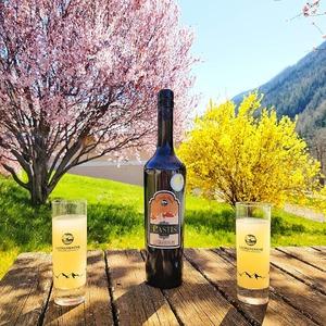 Les saveurs des Alpes et de la Provence dans notre #pastis. Une manière de goûter l'arrivée des beaux jours tout en restant chez soi. #courageatous 💪  #ubaye #lachanenche #bio #anis #alpes #provence #distillerie #purealpes #printemps #aperitifs
