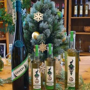 Pour un Noël au sommet 🏔❄   #genepi #bio #noel #ubaye #purealpes #distillerie #genepy #lachanenche #alpes #souslesapin